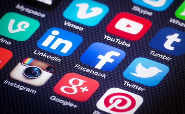 Social media helps SEO, Social media icons